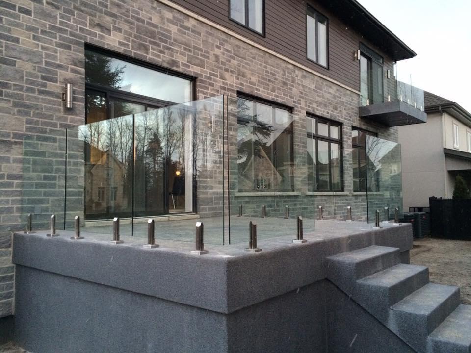 garde-corps en verre de terrasse