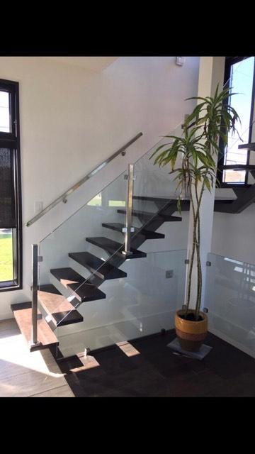 Rampes d'escalier et garde-corps d'escaliers en verre trempé