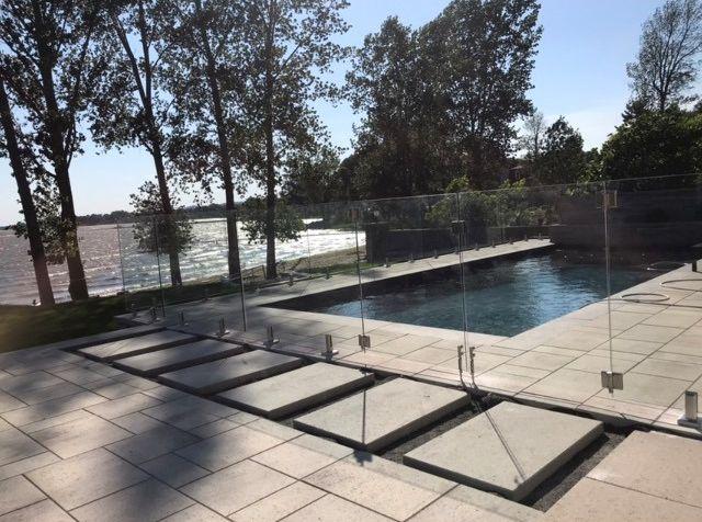 clôture de piscine en verre trempé