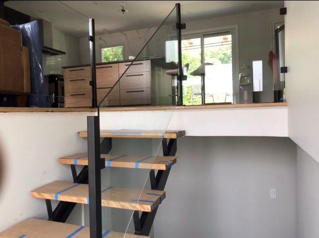 rampe d'escalier de verre